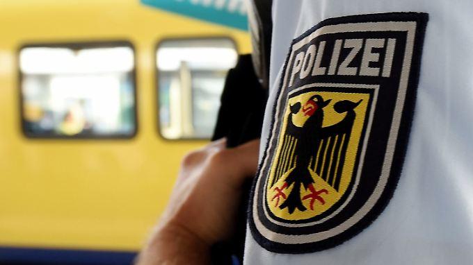 Durch die Personalaufstockung von Beamten an der Grenze sind Bundespolizisten an Bahnhöfen immer weniger zu sehen.