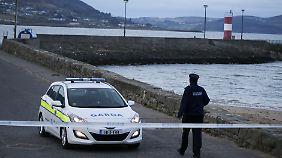 Die Polizei hat das Pier abgesperrt.
