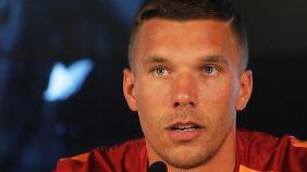 Lukas Podolski muss auch an seine Familie denken. Er überlegt, Galatasaray zu verlassen.