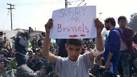 """""""Fühlen mit Menschen in Belgien"""": Flüchtlinge in Idomeni bekunden Solidarität mit Opfern der Anschläge"""