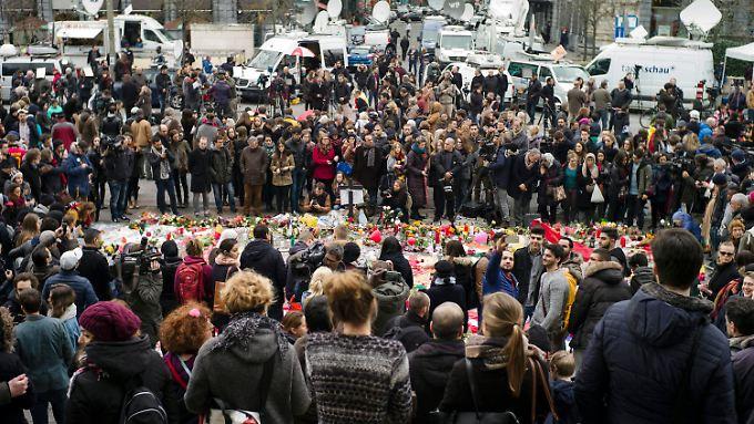 Mit einer Schweigeminute gedenkt Belgien der Opfer.