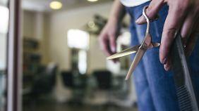 Ob Friseure, Maurer oder Metallbauer: Für Handwerksberufe gibt es Tarifverträge und die sollen nicht umgangen werden.