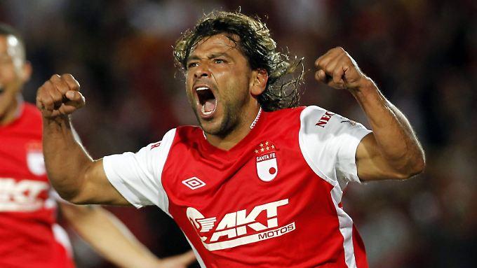 Wie als Spieler, so als Trainer: Gerardo Bedoya pöbelt sich zum Platzverweis.