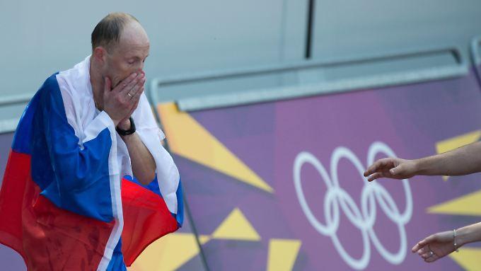 Sergej Kirdjapkin kann es nicht fassen - Olympia-Gold nach 50 Kilometern.
