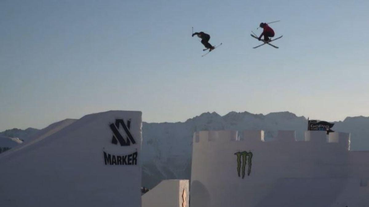 Slopestylerinnen springen über gigantisches Schneeschloss