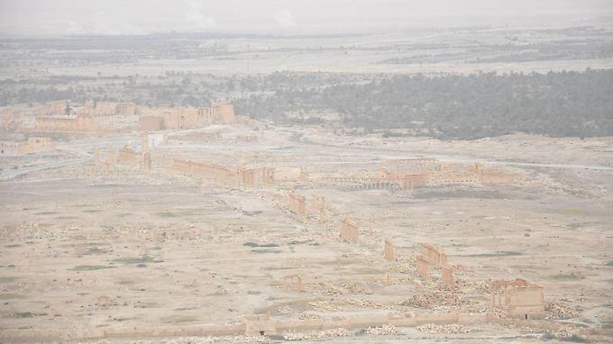 Die Säulenstraße, offenbar von der Zitadelle aus fotografiert. Das Foto der staatlichen syrischen Agentur Sana zeigt, dass nicht alles kaputt ist.