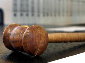 Darf ein Arbeitnehmer mit Kind bei seinem Arbeitgeber auf eine bestimmte Schicht bestehen? Darüber entschied zuletzt ein Gericht.