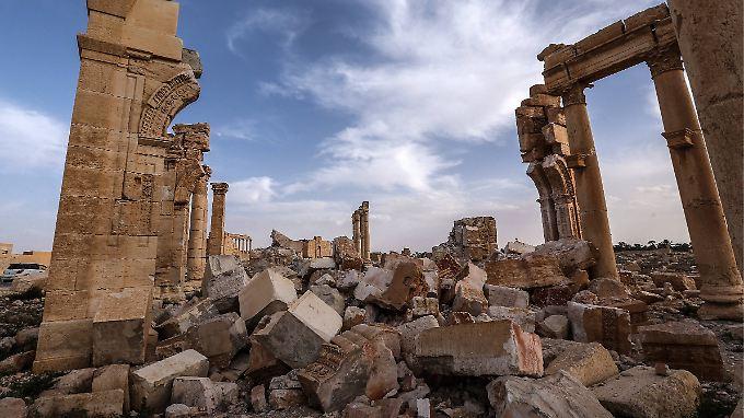 Der IS hat in Palmyra zwei bedeutende Tempel, einen Triumphbogen und zahlreiche Grabmäler zerstört.