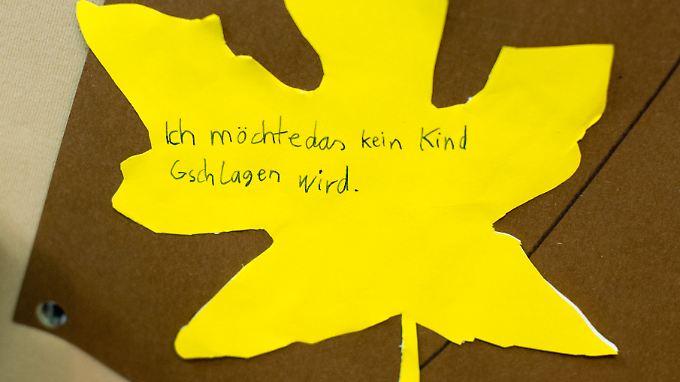 Auch in Deutschland müssen einige Eltern - wie bei diesem Projekt an einer niedersächsischen Grundschule - nach wie vor darauf hingewiesen werden, dass man Kinder nicht schlägt.