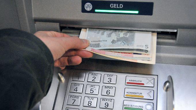 Kurioser Fehler beim Dienstleister Telecash: einmal Geld abheben, zweimal abbuchen.