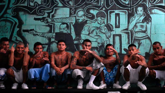 El Salvador ist eines der gefährlichsten Länder weltweit: Auch kriminelle Jugendbanden tragen ihren Teil dazu bei.
