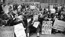 """Apropos """"Spiegel"""": 2012 wird bekannt, dass der BND das Nachrichtenmagazin jahrelang bespitzelt und zu manipulieren versucht. Auch 50 Jahre nach der Affäre wird den Redakteuren die Einsicht in die damaligen Akten verweigert."""