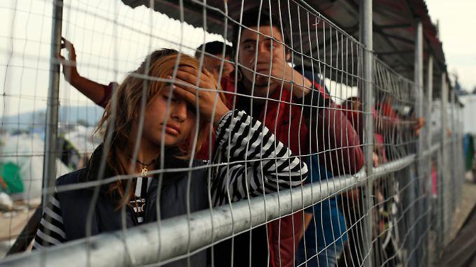 Mit den Kräften am Ende und schwindenden Hoffnungen: Flüchtlinge im griechischen Lager von Idomeni.