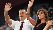 Die gesamte Familie des Präsidenten - darunter seine Ehefrau Mehriban - soll verschiedene Offshore-Firmen betreiben, die unter anderem im Goldhandel aktiv sein sollen. Mithilfe der Unternehmen in Übersee soll sie Familie Aliyev beinahe die gesamte aserbaidschanische Wirtschaft kontrollieren, so ICIJ.