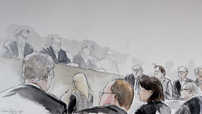 So sieht der Gerichtszeichner die Szenerie während der Aussage der Radiomoderatorin.