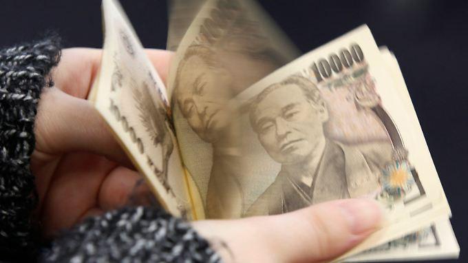 japaner horten bargeld notenbank druckt kr ftig yen nach n. Black Bedroom Furniture Sets. Home Design Ideas