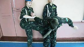 """Schießtraining im Flecktarn: Ostukrainische Separatisten drillen Kinder im """"Club der Patrioten"""""""
