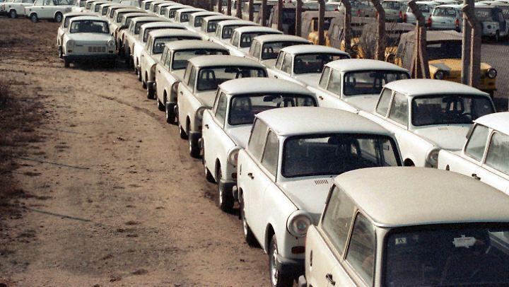 Die letzten der Trabant 1.1 stehen auf dem Werksgelände in Zwickau.