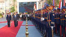 Hollande bewahrt Haltung: Militärkapelle versemmelt Marseillaise