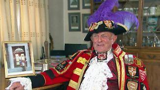 Freudentaumel zum 90. Queen-Geburtstag: Elizabeth II. lädt ihre treuesten Untertanen zum Meet and Greet