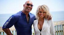"""Was macht sie da bloß am Strand?: Pamela Anderson taucht bei """"Baywatch"""" auf"""