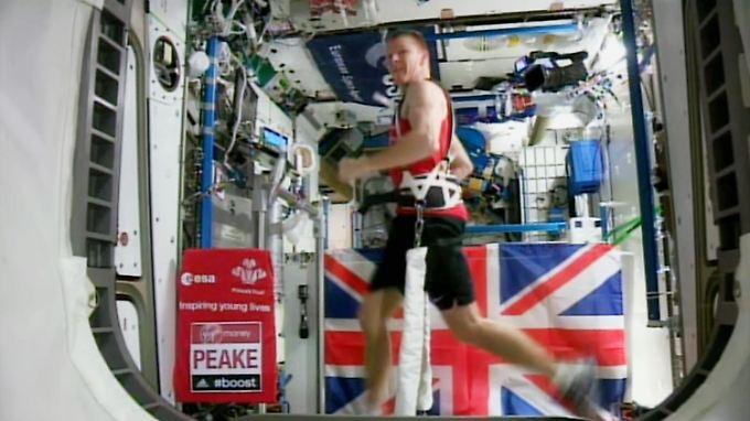 Fitnesstraining mit Traumaussicht: Astronaut läuft auf der ISS den London-Marathon