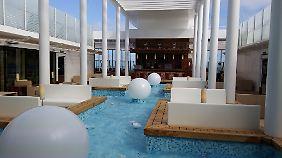 Das Patio-Deck ist exklusiv für die Gäste der Luxussuiten und Panoramakabinen.