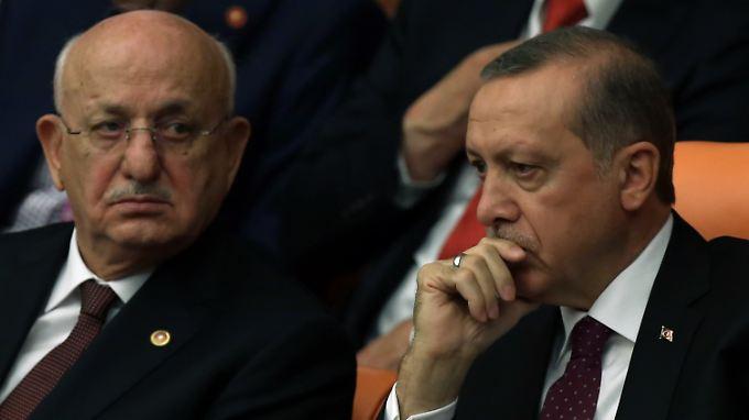 Ismail Kahraman (li.) und Präsident Recep Tayyip Erdogan.