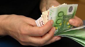Steigende Gebühren möglich: Banken geben ihre Schwierigkeiten an Kunden weiter