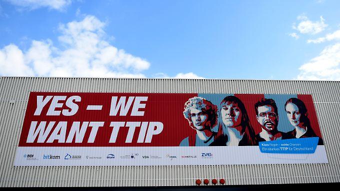 17 Prozent der Deutschen halten das TTIP-Abkommen für eine gute Sache, etwa doppelt so viele halten es für schlecht, so die Bertelsmann-Stiftung unter Berufung auf eine repräsentative Umfrage.