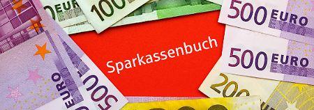 Die Sparkassen wollen Minuszinsen für Millionen Normalkunden nicht länger ausschließen.