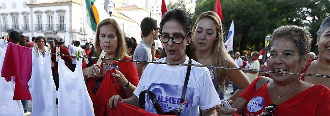 Die ärmeren Schichten Brasiliens stehen noch hinter Präsidentin Rousseff.
