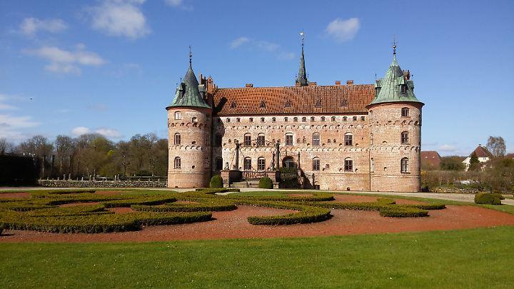 Schloss Egeskov ist eine beliebte Attraktion: Schlosspark und Ausstellungen ziehen auch die Einheimischen an.