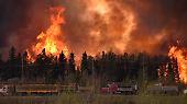 Kanadische Stadt in Flammen: 100.000 Menschen fliehen vor Waldbränden