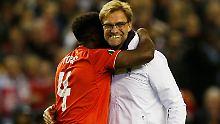 Klopp und Kolo Toure herzen sich - die Finalteilnahme ist schon die zweite Titelchance für Liverpool dieses Jahr.