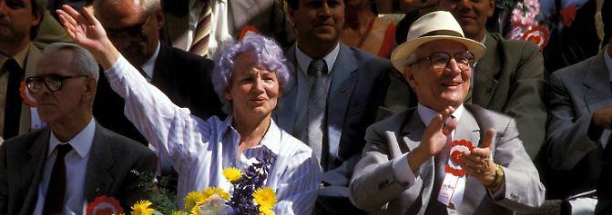 """Margot Honecker stirbt in Chile: Die """"Blaue Eminenz"""" der DDR ist tot"""