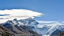 Nach zwei Katastrophenjahren: Bergsteiger erklimmen wieder Mount Everest
