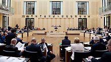 Im Bundesrat kommen die von CDU und SPD gemeinsam regierten Länder gemeinsam mit dem CSU-geführten Bayern auf gerade einmal 20 der 69 Stimmen.