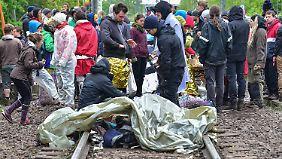 Die blockierten Gleise zum Kraftwerk - Vattenfall forderte die Polizei auf, einzugreifen.