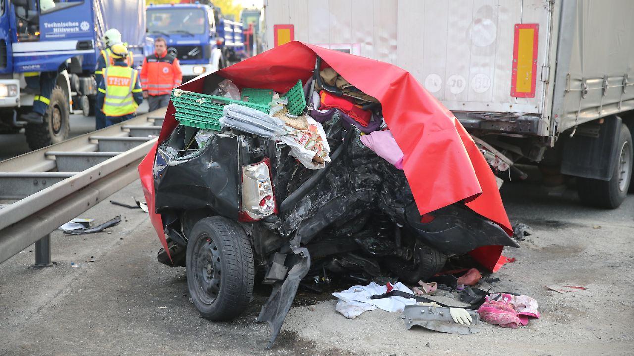 Drei Kinder unter den Toten: Vier Menschen sterben bei Unfall auf A6 ...