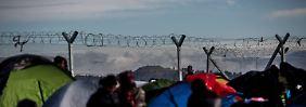 """Das improvisierte Flüchtlingslager an der griechischen Grenze wird von den örtlichen Medien """"Ghetto Idomeni"""" genannt."""