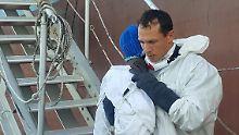 """Italiener reißen sich um """"Favour"""": Baby erreicht Lampedusa ohne Mutter"""