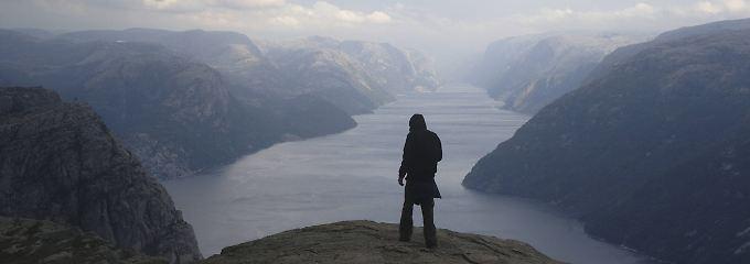 Achtung, riskante Fotos!: Selfie-Unfälle: Wie Norwegen Touristen warnt