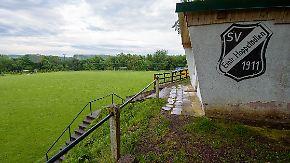 33 Verletzte bei E-Jugend-Spiel: Blitz schlägt auf Fußballplatz ein