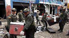 Gemeinsam mit dem kolumbianischen Militär hebt die Polizei von Bogotá mehrere Folterzentren aus.