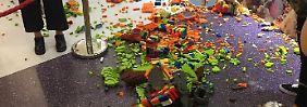 Drei Tage Arbeit, Tausende Steine: Lego-Skulptur in Sekunden zerstört