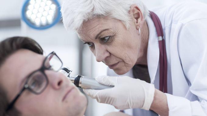 Ein Hausarzt ist erster Ansprechpartner bei allen möglichen Symptomen.