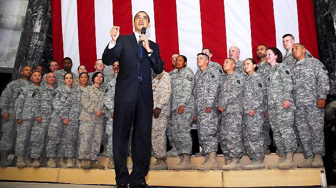 US-Präsident Obama mit Soldaten: Seine Verbündeten wollen die Vorwürfe prüfen lassen.