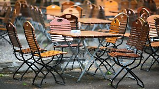 Leere Biergärten, verfaulende Ernte: Wetter-Eskapaden werden zum finanziellen Problem