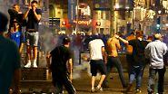 """Die Krawallnacht von Lille, sie lässt schlechtes befürchten für die """"Battle of Britain"""" am Nachmittag."""